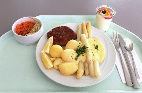 Fresh asparagus with small pork cutlet & potatoes in butter sauce / Frischer Spargel mit kleinem Schweineschnitzel  & Kartoffeln in Buttersauce