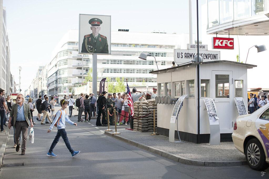 berlin minidentiteta mini kino yoga checkpoint charlie