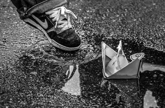 Paper boat definition meaning - Fotos de parejas en blanco y negro ...