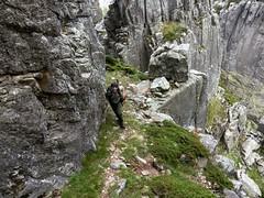 Une des vires d'accès aux plate-formes du sommet Est de Punta Buvona