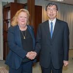 President Nakao Meets International Author Margaret Heffernan