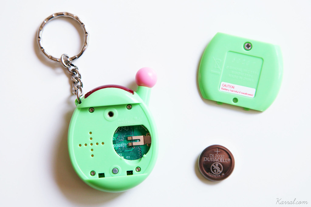 Tamagotchi V4 connection open back green floral US english version