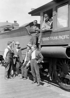 Trainmen and special train for Sir A. Conan Doyle to go to Mount Robson, Grand Trunk Pacific Railway /  Un train spécial et des agents de train permettent à sir A. Conan Doyle de visiter le mont Robson, Chemin de fer Grand Tronc Pacifique