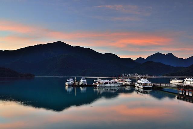 Dawn at Sun Moon Lake, 日月潭