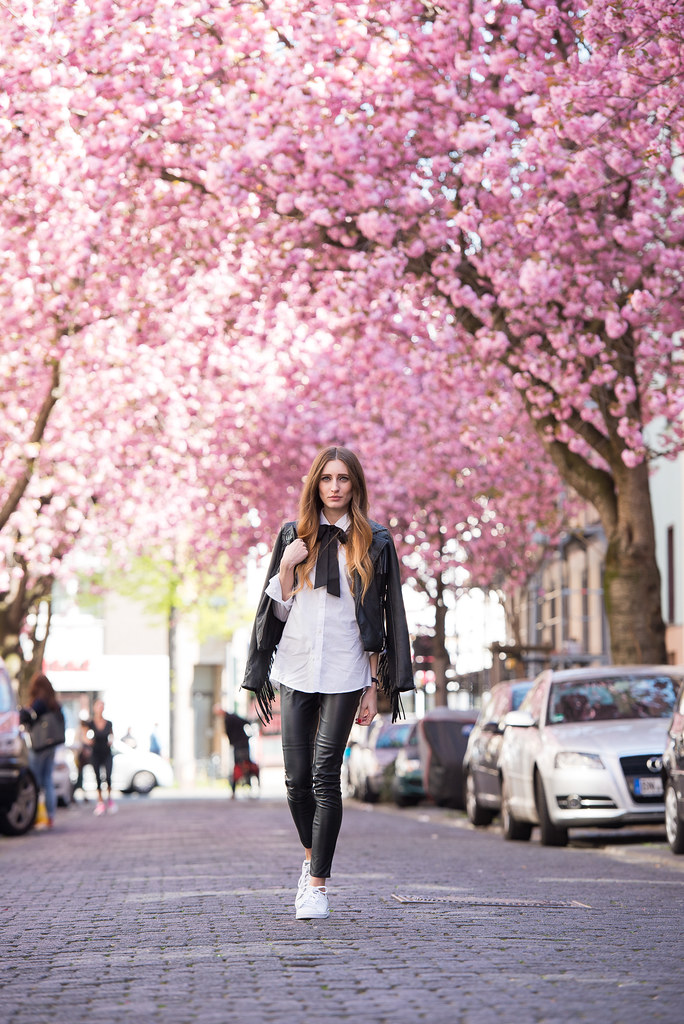 Bows, blossoms & my usual leather lookBows, blossoms & my usual leather look | Lisa Fiege