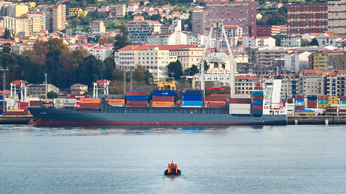 Baby vs Giant in the port of Vigo