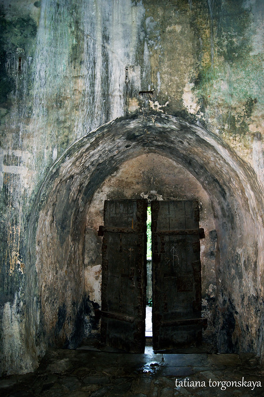 Двери - вид из башни