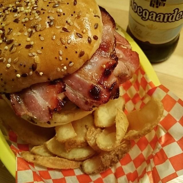 Dat Fat Burger. #bequickorbedead #sudweb #pornfood #burger #fat