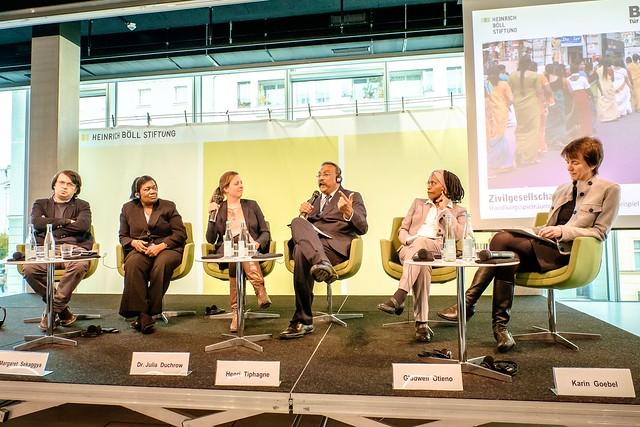 Emin Milli (Meydan TV, Aserbaidschan), Margaret Sekaggya (ehem. VN-Sonderberichterstatterin f. Menschenrechtsverteidiger), Dr. Julia Duchrow (Brot für die Welt), Henri Tiphagne (People's Watch, Indien), Gladwell Otieno (Africa Centre for Open Governance, Kenia). Karin Goebel (Auswärtiges Amt) Foto: Andi Weiland