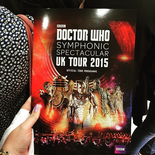 På Doctor Who Symphonic Spectacular featuring the BBC National Orchestra & Chorus of Wales conducted by Ben Foster. Med den femte doktorn.