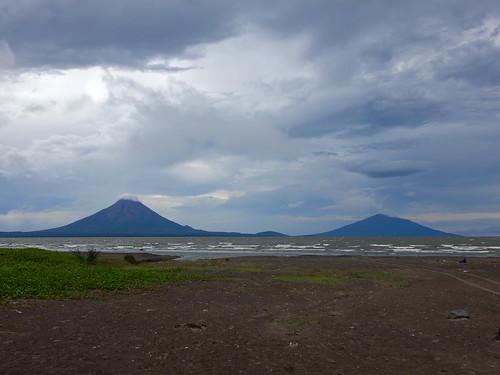 Nicaragua - San Jorge - Ometepe vanaf het strand