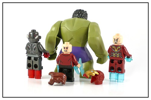 LEGO 76031 The Hulk Buster Smash figures03