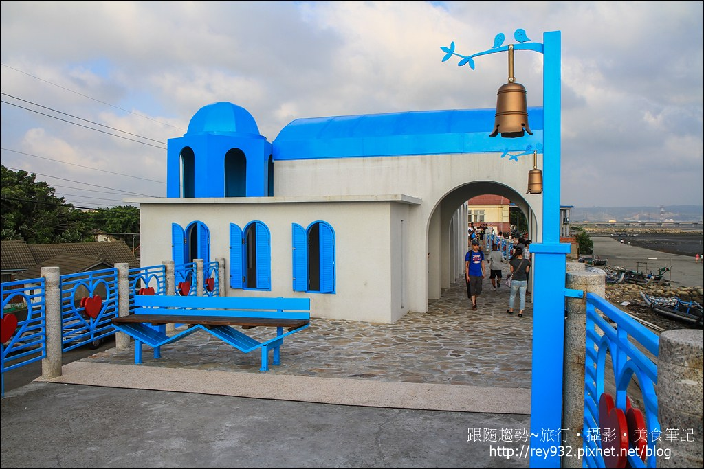 〈台中、龍井〉麗水漁港  一座地中海風情的藍白建築休憩亭,是 ...