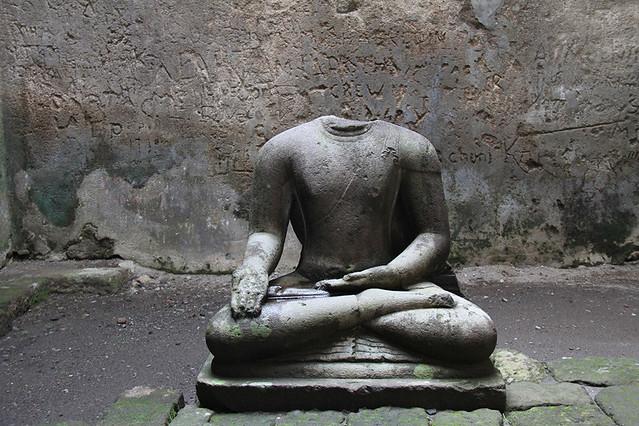 Patung Budha Ratna Sambawa