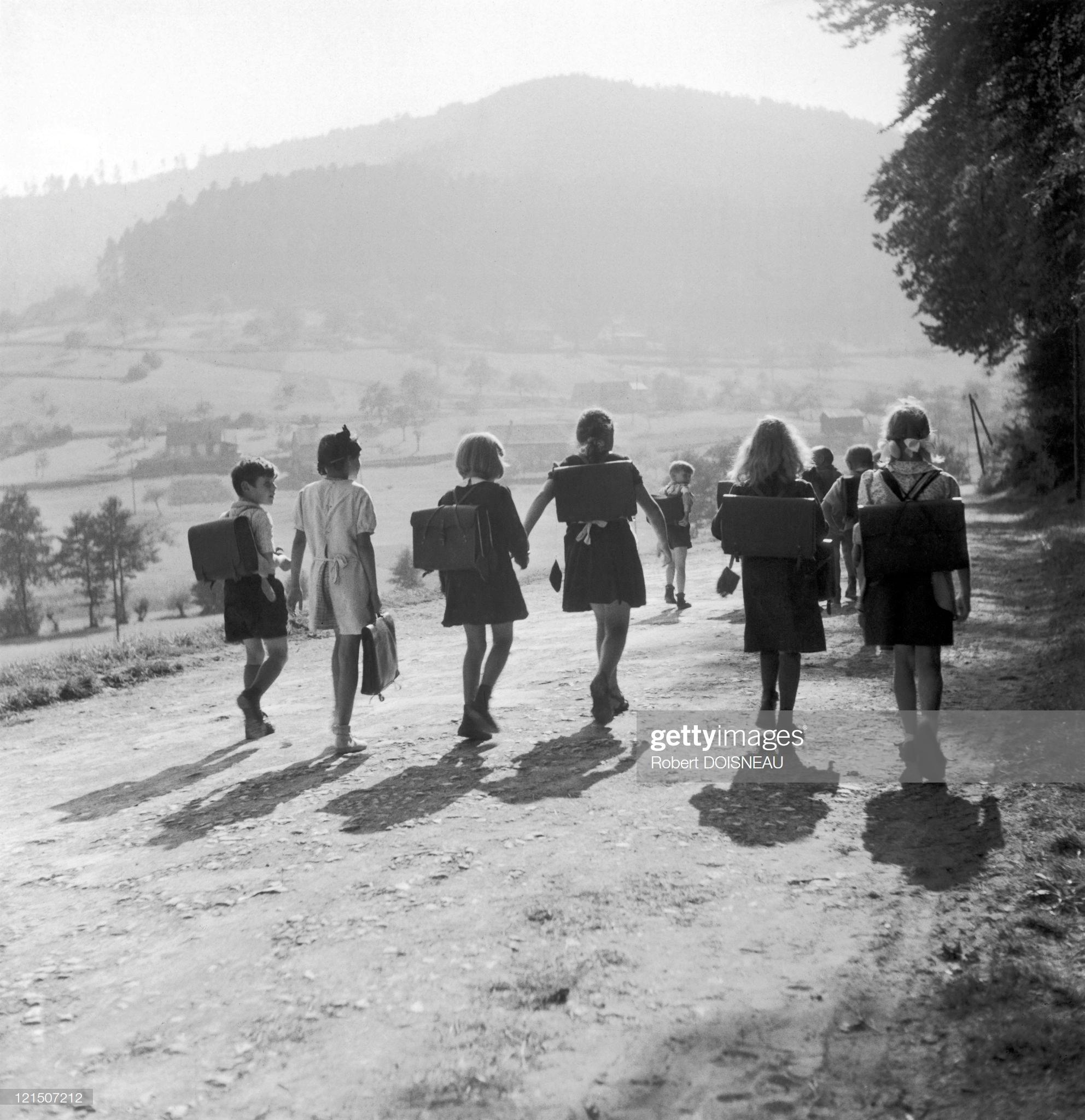 1945. По дороге в школу
