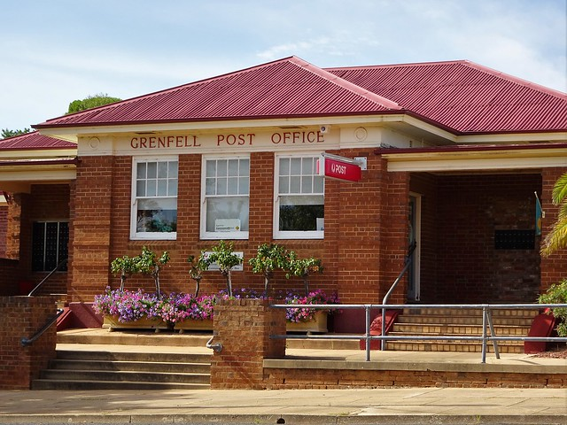 Photo:Grenfell. The current Post Office. Built in 1875. Now with an  early 20th century facade. By denisbin