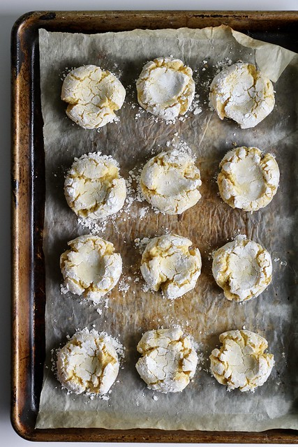 moroccan semolina and almond cookies