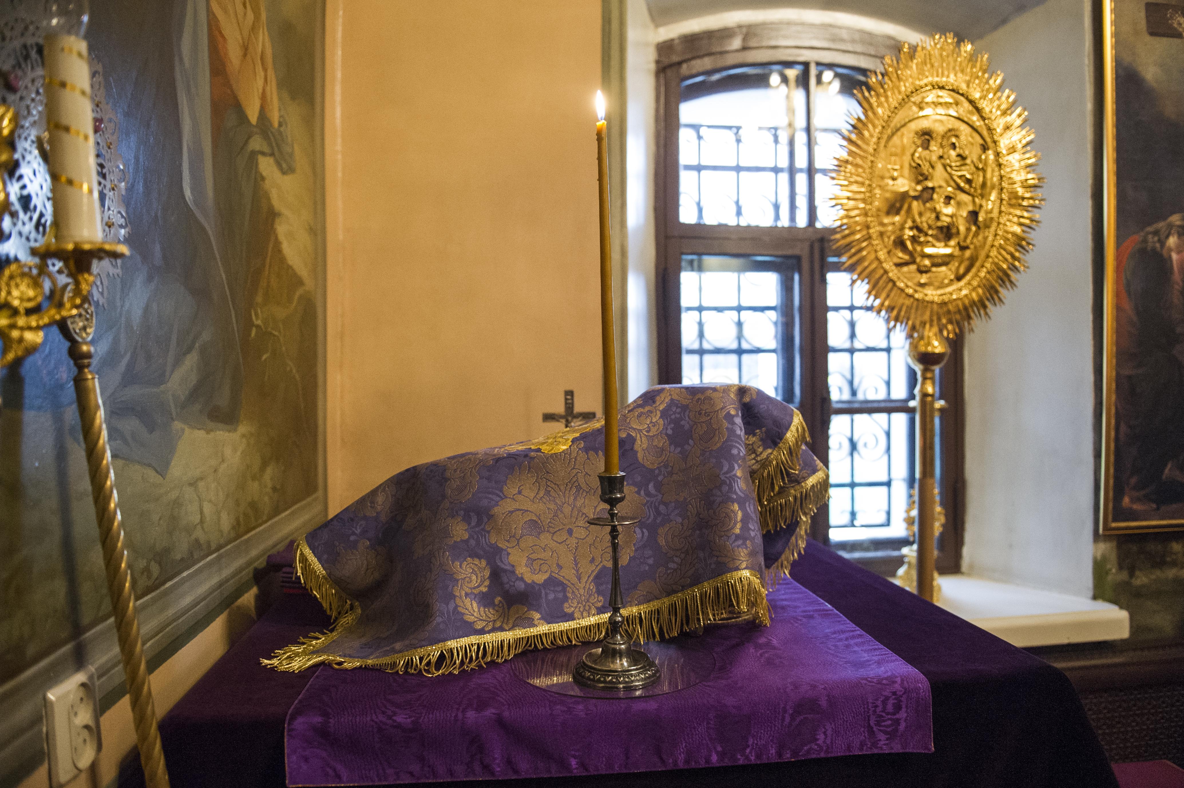 Епископ Воскресенский Дионисий совершил Литургию Преждеосвященных Даров в храме Живоначальной Троицы в Карачарове