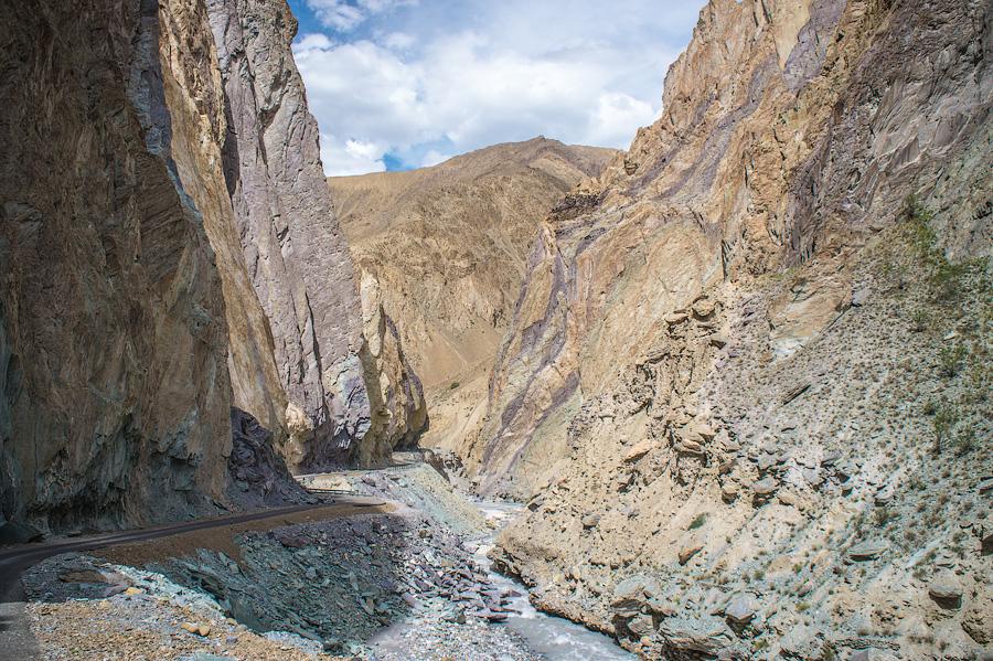 Новая дорога в Занскар от Ламаюру. В процессе строительства