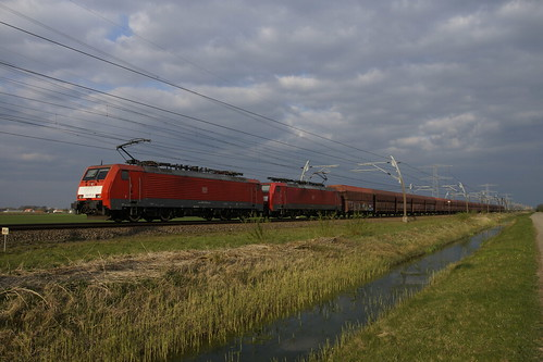 DB Cargo 189 075-5 + 189 054-0 met lege ertstrein over de Betuweroute bij Angeren richting Meteren 11-04-2019