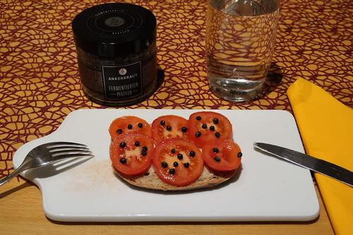 Tomatenbrot mit fermentiertem Pfeffer