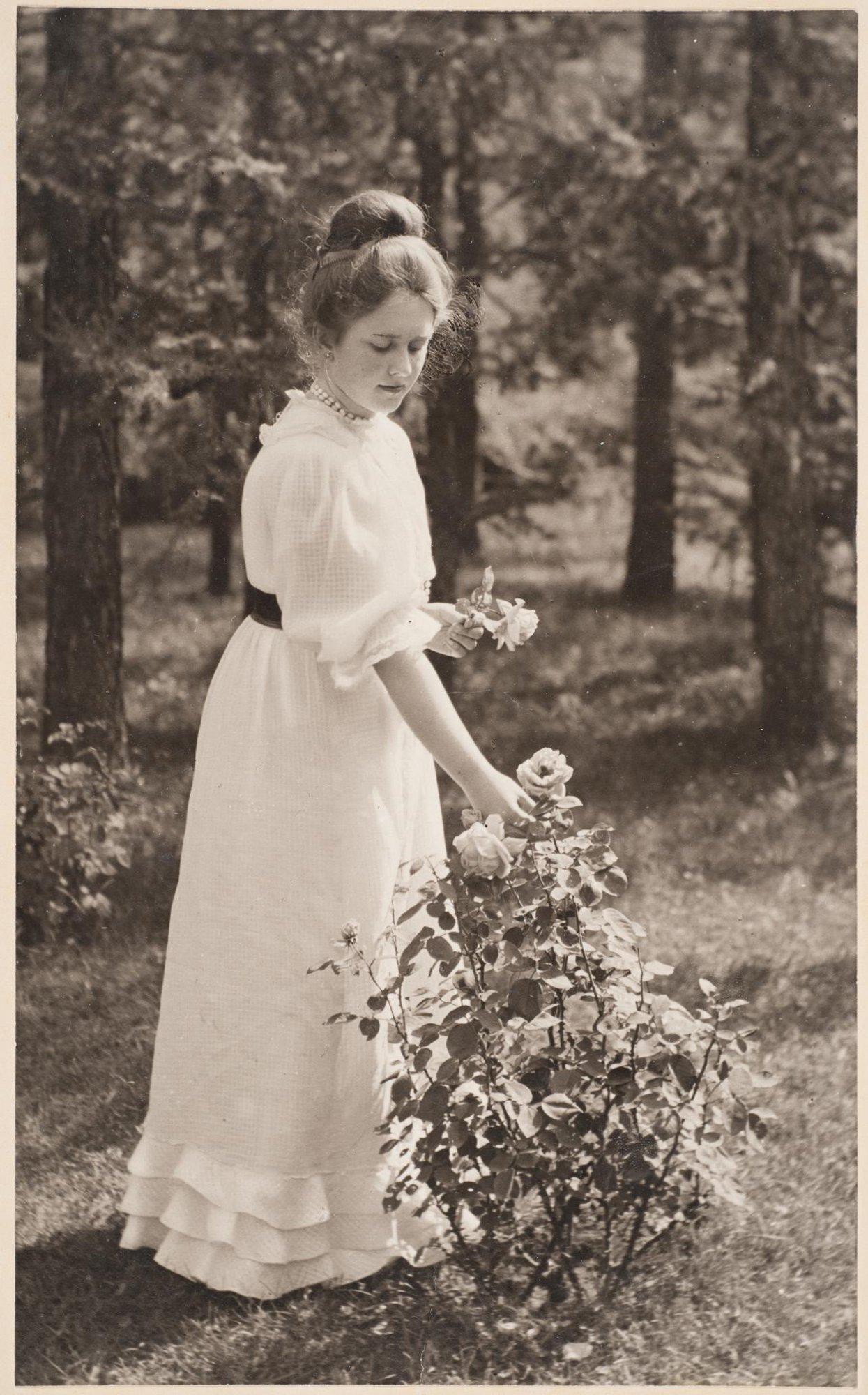 1900-е. Екатерина Александровна Петрова в усадьбе купца Александра Александровича Петрова