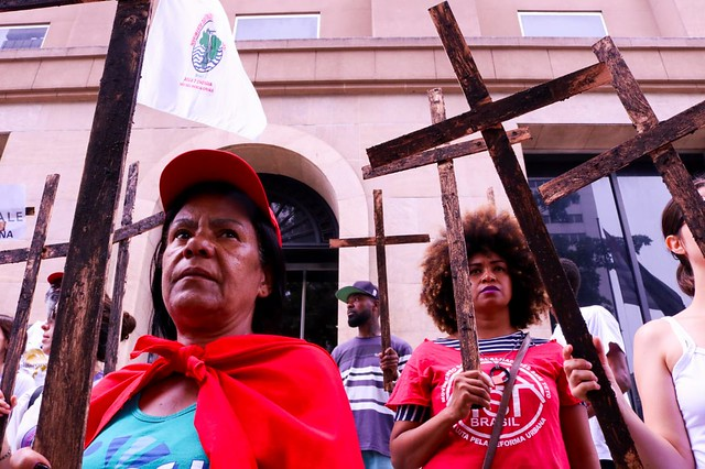 Em São Paulo, movimentos protestam em frente à sede do Bradesco, acionista da Vale