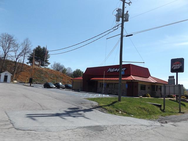 Pizza Hut #7465 Daleville, VA, Fujifilm FinePix S8600 S8650 S8630