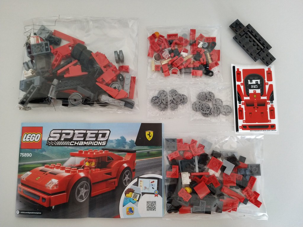 ThebrickReview: 75890 Ferrari F40 Competizione 47306803192_c719c93a6a_b
