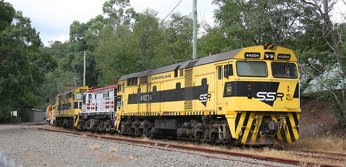 44204 + 48s34 & 44206 PROPELLING 6M22 BALLAST TO MARTINS CREEK QUARRY LOADER 21st Mar 2019.