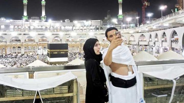 1739 Is taking selfies while performing Umrah a reasonable act 02
