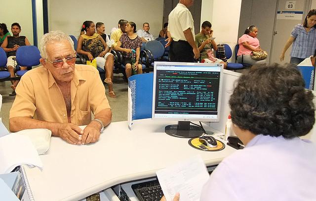 Proposta de Bolsonaro cortaria para R$ 400,00 o valor do benefício assistencial dos idosos de baixa renda com idade entre 65 e 69 anos - Créditos: Divulgação/INSS