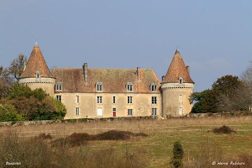 24 Lussas-et-Nontronneau - Beauvais Château XII XVI
