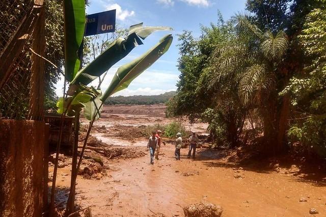 Rompimento da barragem em Brumadinho ocorreu no começo da manhã desta sexta-feira (25). - Créditos: Corpo de Bombeiros