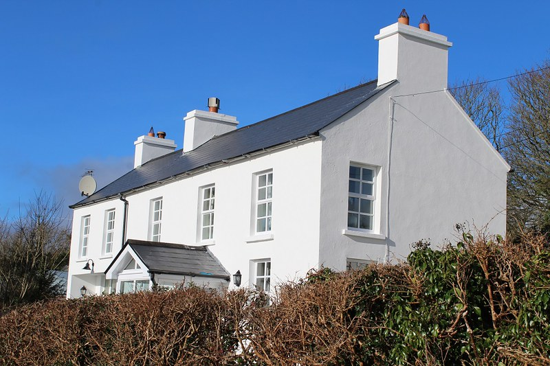 Cottage refurbishment exterior painting
