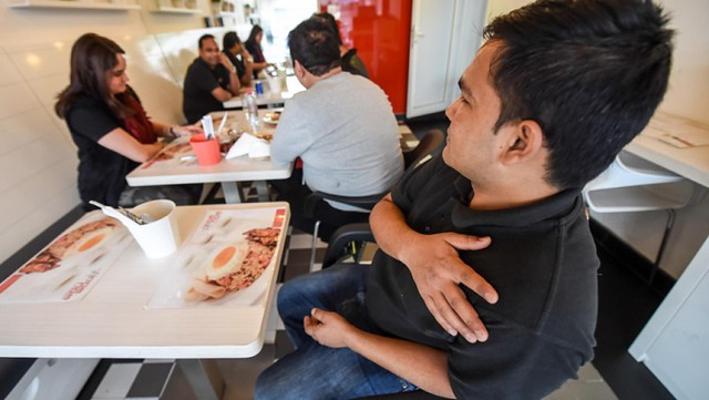 3397 A Restaurant in Dubai which offers free lunch to Job Seekers 02
