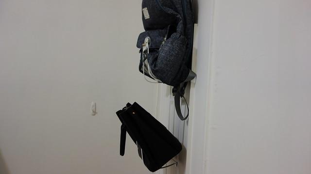 門完全關上後看看側面的樣子吧@YAMAZAKI創意包包收納架