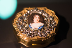 Tiny snuff box with portrait of a lady