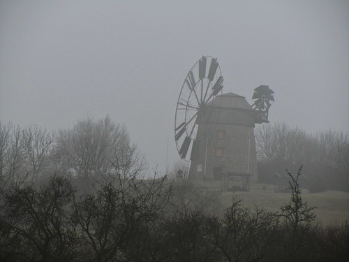 20110316 0203 255 Jakobus Eckartsberga Nebel Bäume Windmühle
