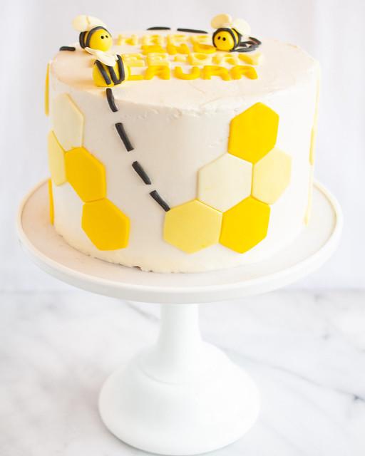 Phenomenal Treats Happy Bee Day Cake Funny Birthday Cards Online Inifofree Goldxyz