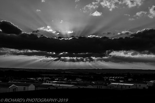 sun rays in mono | by nature | landscape photography
