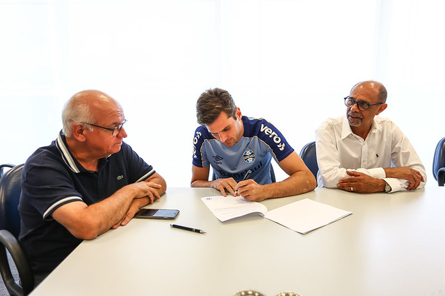 Assinatura de Contrato - Julio Cesar