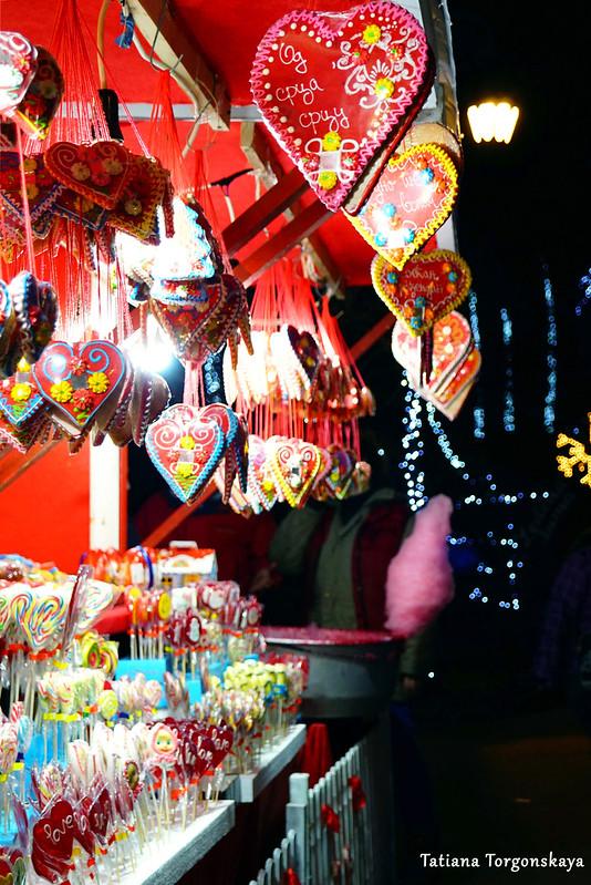 Продажа сладостей на ярмарке