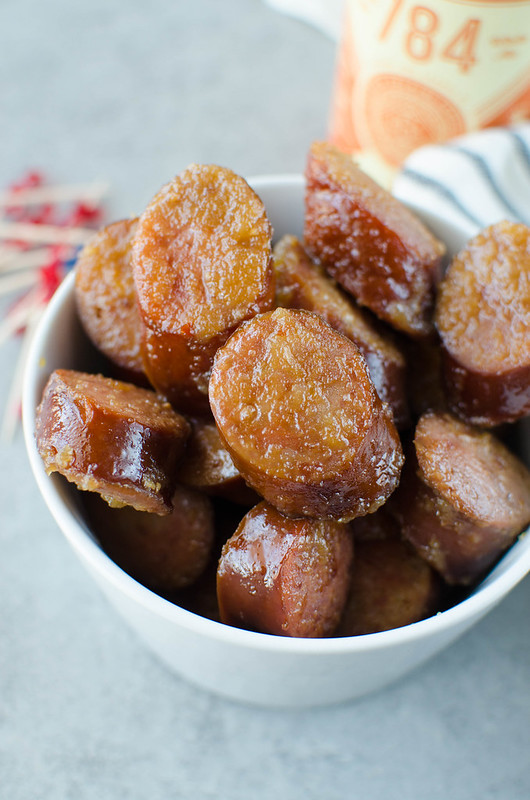 Slow Cooker Apple Kielbasa Bites - sliced kielbasa in a sweet and spicy sauce. Only 5 ingredients and cooked in the crockpot! Perfect for a weeknight dinner or an easy appetizer.