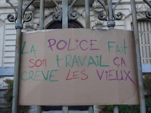 La police crève les vieux
