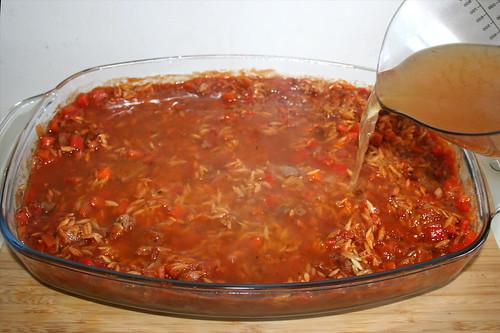 43 - Mit Gemüsebrühe aufgießen / Add vegetable broth