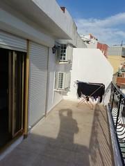 Gran terraza muy soleada, de unos 15 m2 aproximadamente.  Les atenderemos en su agencia inmobiliaria de confianza Asegil en Benidorm  www.inmobiliariabenidorm.com