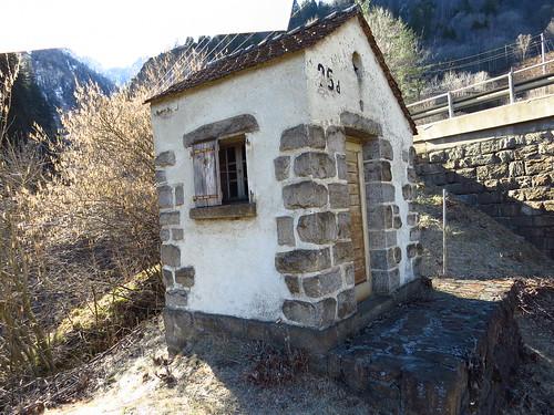 La cabane solitaire du gardien (→ Description)