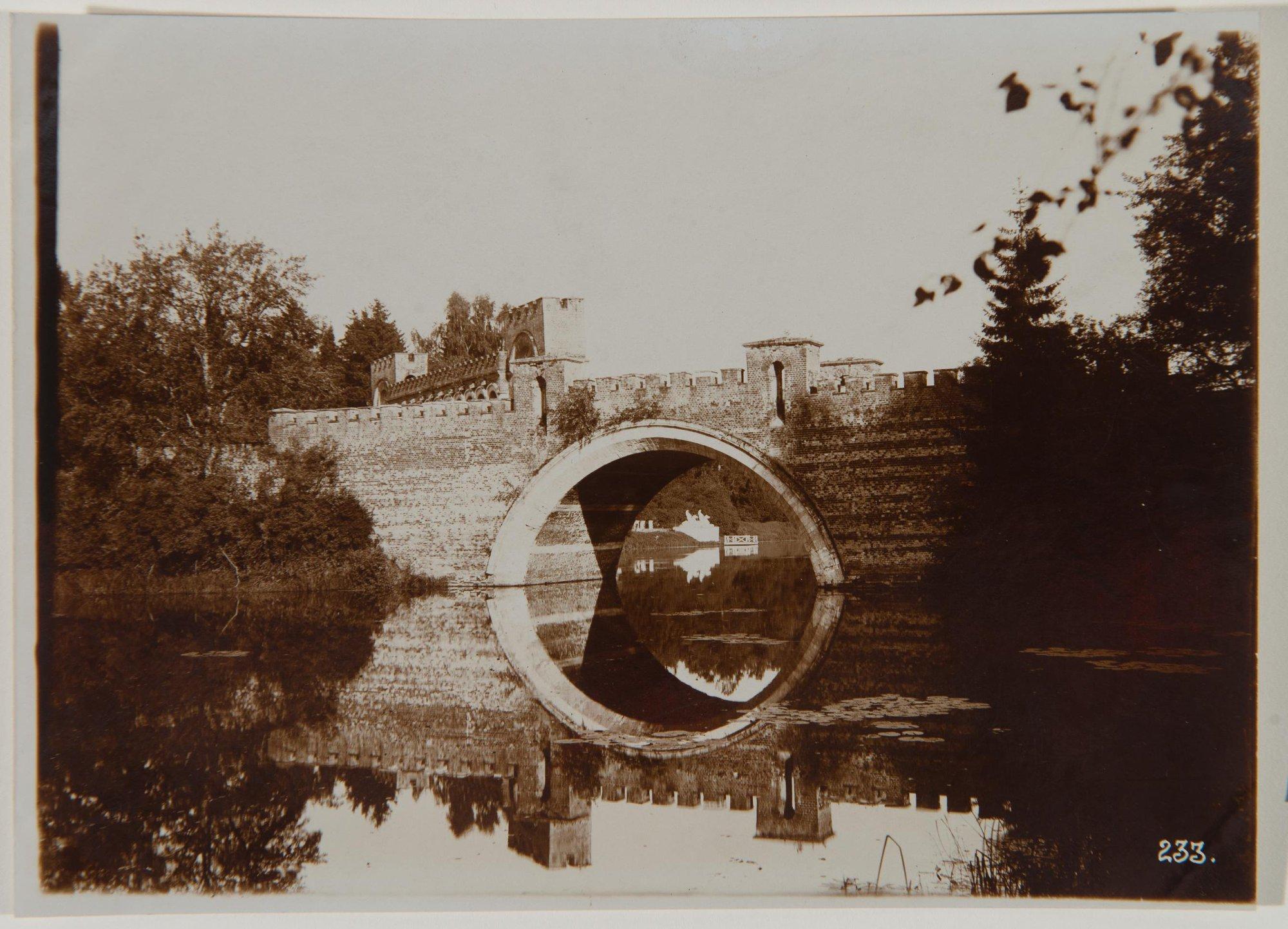1910. Вид моста и пристани в Марфине.