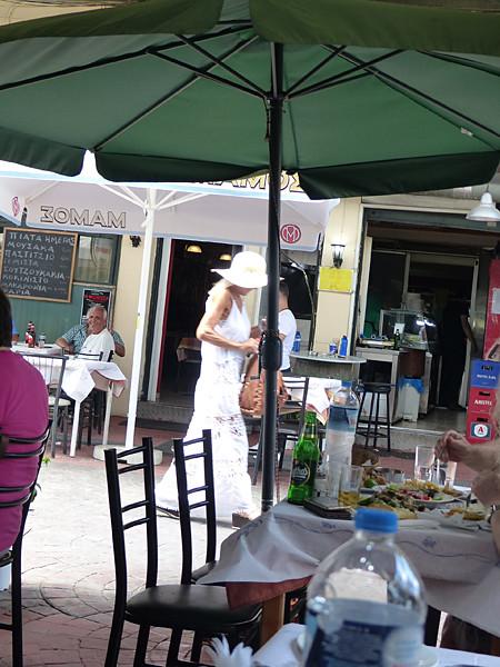 jolie dame au Pirée